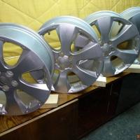Продаю комплект литых дисков Subaru Forester R17