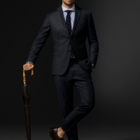 Требуется продавец мужской одежды